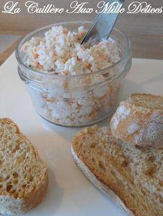Rillettes de surimi 12 bâtons de surimi (200 g) 1/2 jus de citron 1/2 échalote 200 g de fromage frais (saint môret ou carré frais) Ciboulette Sel et poivre