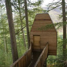 Edinburgh studio Malcolm Fraser built this wooden housing an artists' studio in Glen Nevis, Building A Treehouse, Building A House, Green Building, Glen Nevis, Wooden Walkways, Retreat House, Modern Mansion, Art And Architecture, Treehouses