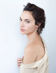 Gal Gadot (Wonder Woman) moderna per Gucci Bamboo - L'ex modella e attrice di Fast&Furious Gal Gadot (Gisel Yashar) scelta come nuova testimonial Gucci per la fragranza Gucci Bamboo.   - Read full story here: http://www.fashiontimes.it/2015/04/gal-gadot-wonder-woman-moderna-per-gucci-bamboo/