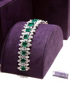 Emerald Jewelry Elizabeth Taylor engagement bracelet from Richard Burton In Honor of Liz & Dick: The Many (Many, Many!) Engagement Rings of Emerald Bracelet, Emerald Jewelry, Diamond Bracelets, Diamond Jewelry, Emerald Rings, Bangles, Emerald Pendant, Sapphire Earrings, Gold Earrings
