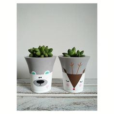 Painting Flower Pots Diy Plants 34 New IdeasConcrete pots with animals - PlantsLa imagen puede contener: planta e interiorpots a decorer Painted Plant Pots, Painted Flower Pots, Concrete Crafts, Concrete Projects, Concrete Planters, Diy Planters, Pot Jardin, Arts And Crafts House, Diy Art Projects