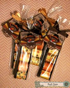 Thanksgiving Candy Gifts Thanksgiving Candy Geschenke Fordadthanksgivinggift Forclassmatesthanksgivinggift Thanksgiving Candy Gifts For Mom Thanksgiving Gift Party Favors Thanksgiving Gift Thanksgiving Gift Cute - Image Upload Services Fall Paper Crafts, Candy Crafts, Diy Crafts, Paper Crafting, Thanksgiving Favors, Thanksgiving Projects, Holiday Treats, Halloween Treats, Hershey Nugget