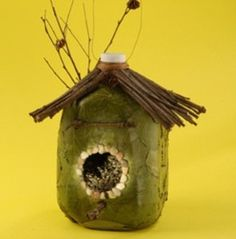 Milk jug bird house - wish we could buy milk in large jugs here in UK so I could make one of these, (and so many other great things).
