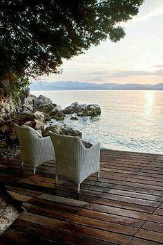Peaceful lakeside setting, beautiful.