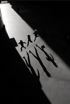 by Laurent Filoche Oh gosh I'm in love, reminds me so my h of Henri Cartier Bresson Shadow Photography, Street Photography, Art Photography, Exposure Photography, Inspiring Photography, Creative Photography, Wedding Photography, Black White Photos, Black And White Photography