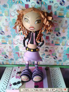 Fofucha de Claudeen Wolf, de las muñecas de las Montesr High, pedido especial para una niña el día de su comunión.