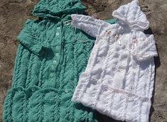 Farklı renklerde el örgüsü bebek uyku tulumu modeli