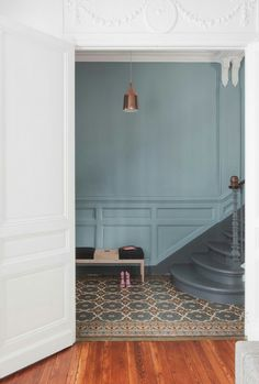 Novel way to treat trim in an adjoining room décoration maison bourgeoise Hallway Inspiration, Home Decor Inspiration, Color Inspiration, Interior Architecture, Interior And Exterior, Interior Design, Oval Room Blue, Staircase Design, Cheap Home Decor