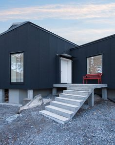 Must have red bench on the porch of my black house Villa Blåbär / pS Arkitektur Black Architecture, Scandinavian Architecture, Architecture Design, Futuristic Home, Villa, Small Buildings, Interior Exterior, Exterior Design, Black House