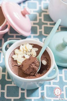 Receta Fitness Fitness recipe of chocolate mousse made with egg white, cocoa powder and whipped cheese. Fitness Design, Fitness Humor, Chocolate Fit, Healthy Snacks, Healthy Recipes, Healthy Life, Gourmet Recipes, Food Print, Food To Make