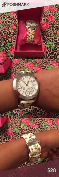 Betsey Johnson Floral print watch This watch look partially brand new! Only worn 3 times! Betsey Johnson Accessories Watches