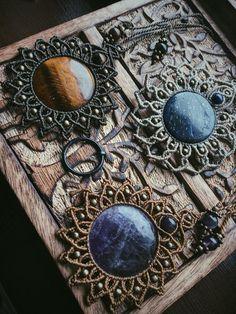 Macrame Bracelet Diy, Macrame Bracelet Patterns, Macrame Earrings, Macrame Art, Macrame Projects, Macrame Jewelry, Jewlery, Hippie Chic, Metal Workshop