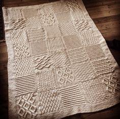 Strikkede lapper med snoning syet sammen til et smukt tæppe - sommeren 2014