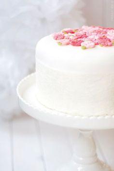 Ein Artikel über meinen ersten Versuch, eine Fondant-Torte zu backen. Tipps und Tricks, die mir geholfen haben.