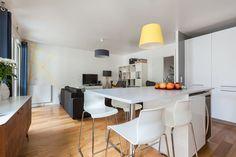 Appartement à Paris, France. Appartement de 70m2 dans un immeuble moderne datant de l'été 2013.  Il bénéficie de tout le confort dans un quartier calme et pourtant tout y est disponible !