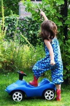 Naaipatroon: Toffe tuinbroek voor de zomer | Kiind Magazine. Pakt goed uit qua maatvoering.