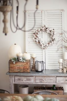 Vintage Decor Living Room Simple and neutral fall farmhouse dining room decor using natural elements - Simple and neutral fall farmhouse dining room decor using natural elements and a mix of textures. Rustic Entryway, Entryway Decor, Rustic Decor, Farmhouse Decor, Farmhouse Style, Country Decor, Office Decor, Farmhouse Design, Farmhouse Ideas