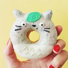The Adorable Culinary Creations of Australian Baker Vickie Liu – life celebrations – Donuts Delicious Donuts, Yummy Food, Dessert Kawaii, Yummy Treats, Sweet Treats, Amazing Food Art, Kawaii Cooking, Cute Donuts, Donuts Donuts
