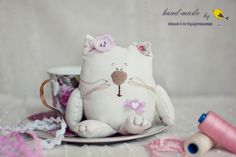tea-lover kitty ;) Cat Fabric, Textiles, Cozies, Diy Toys, Handmade Toys, Snuggles, Bobs, Cool Pictures, Sewing Projects