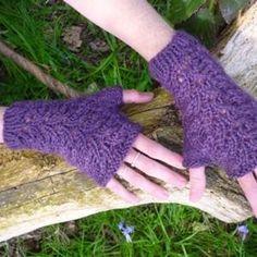 Kensington Fingerless Gloves: Linda Wilgus