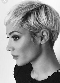 Short haircut idea: - Lilly is Love Edgy Short Hair, Cute Hairstyles For Short Hair, Pretty Hairstyles, Short Hair Cuts, Short Hair Styles, New Hair Do, Great Hair, Pelo Pixie, Corte Y Color