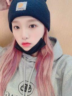 Japanese Girl Group, Be A Nice Human, Kpop Girls, Yuri, Knitted Hats, Winter Hats, Celebrities, Babies, Penguin