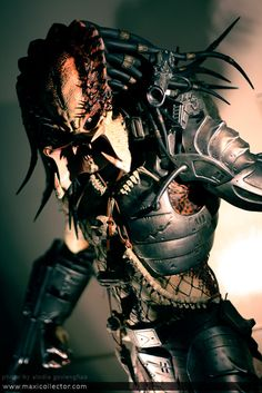 Predator My favorite bad guy. Predator Movie, Predator Alien, Aliens, Fiction Movies, Science Fiction, Batman Girl, Robot Costumes, Alien Character, Cartoon Clip