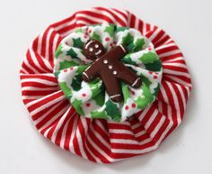 Gingerbread Man Yo Yo Christmas Button Brooch by hazensattic Christmas Buttons, Christmas Card Crafts, Christmas Sewing, Christmas Items, Xmas Ornaments, Christmas Print, Christmas Makes, Simple Christmas, Christmas Tablescapes