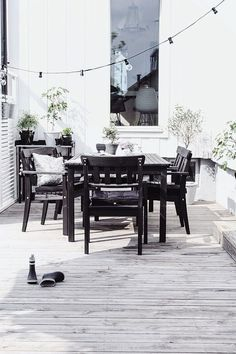30 Amazing Black And White Outdoor Spaces : 30 Amazing Black And White Outdoor Spaces With Black Wooden Dining Table And Chair And Wooden Fl. Outdoor Areas, Outdoor Life, Outdoor Rooms, Outdoor Dining, Patio Interior, Interior And Exterior, White Deck, Outside Living, Deco Design