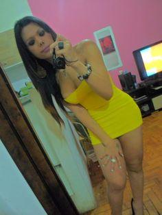 Travesti Marina Luísa Almeida de vestidinho curto!