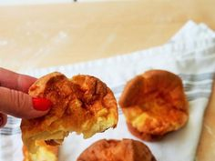 Kuohkea Yorkshire pudding — Peggyn pieni punainen keittio Yorkshire, Muffin, Breakfast, Food, Morning Coffee, Essen, Muffins, Meals, Cupcakes
