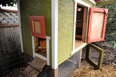 great chicken coop plan AND they have a link to a PDF of the plans, FOR FREE yard Simple Chicken Coop Plans, Urban Chicken Coop, Clean Chicken, Chicken Ideas, Chicken Runs, Urban Chickens, Pet Chickens, Raising Chickens, Chickens Backyard