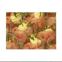 SALADE MET GRAPEFRUIT, AVOCADO EN GARNALEN Pel de gekookte garnalen. Pel de avocado en grapefruit en snijd in blokjes. Meng alles in een schaal en besprenkel de salade naar smaak met venkel essentiële olie kristallen.  Breng wat mayonaise op smaak met venkel essentiële olie kristallen en serveer dit bij de salade.  Serveertip: gekoeld opdienen.