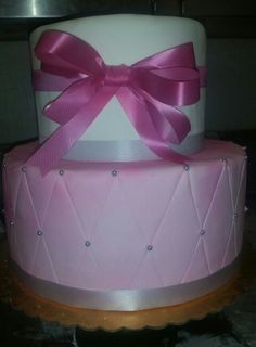Pin cousion cake with bow