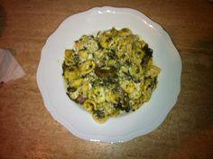Orecchiette homemade con funghi champignon, broccoli e ricottina