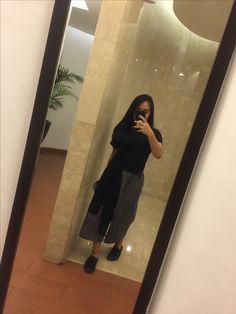 Shirt : h&m  Pants: Kinu Shoes: vans  #vans #allblack #cullots #black #outfit #mirrorselfie #vansallblack