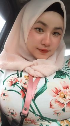 Cerita • Instagram Beautiful Muslim Women, Beautiful Hijab, Beautiful Girl Body, Hijab Fashionista, Girl Hijab, Plus Size Fashion, Car Girls, Elegant, Lady