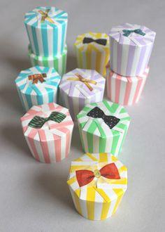 小さなものをプレゼントする時は、紙コップを使うと簡単です。 アクセントのリボンはマスキングテープ♡