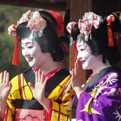 いいね!11件、コメント2件 ― Masanobu Kidoさん(@kenshin.kido)のInstagramアカウント: 「今年の八坂神社⛩の豆まき、祇園甲部は紗月さんと実佳子さんの最強コンビ❣️ お2人ともメッチャキレイ(*TーT)bグッ! #京都 #八坂神社 #豆まき #紗月 #実佳子 #そうだ京都行こう #芸舞妓…」