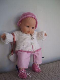 Pour oublier mon dernier fiasco (j'ai voulu tester ce modèle Astrid Le Provost pour Fonty : une horreur !! Je suis un brin vexée et fort... Crochet Hats, Dolls, Cute, Bonnets, Buffet, Fashion, Dollhouses, Tricot Facile, Crochet Barbie Clothes