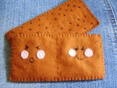 Felt Graham crackers- I like the idea of making this as a cracker pouch for kids lunch box