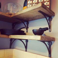 Scaffold Board Shelves & Cast Iron Brackets #scaffoldboards #interiordesign #shelves #interiordesignideas #shelfie