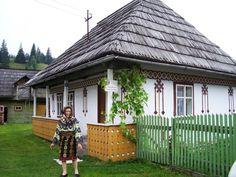 Casa Muzeu Taran Leontina. Sursa foto: romanianturism.com Lonely Planet, Turism Romania, Traditional House, Gazebo, Medieval, Places To Visit, Cottage, Outdoor Structures, House Design