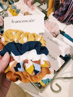 Accesorios Casual, Mo S, Mellow Yellow, Cute Jewelry, Hair Ties, Aesthetic Pictures, Scrunchies, Birthday Wishes, Just In Case