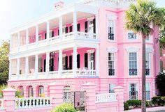 Love a pink house!! // la casa de Barbie! jijijiji