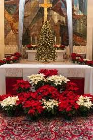 Imagen relacionada Church Altar Decorations, Church Christmas Decorations, Christmas Swags, Christmas Flowers, Christmas Wedding, Altar Flowers, Church Flower Arrangements, Church Flowers, Christmas Arrangements