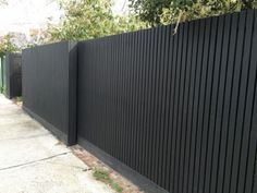 Creative Modern japanese fence design,Modern fence hinges and Wooden fence decorations. Backyard Fences, Garden Fencing, Front Yard Landscaping, Landscaping Ideas, Landscaping Software, House Fence Design, Gate Design, Cheap Privacy Fence, Diy Fence