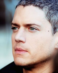 """What the hell color are Wentworth Miller's eyes? I'm seeing greenish and I'm seeing blueish and I don't want to give him a ""piercing ice-blue gaze"" until I'm sure it's not actually seaform green."""