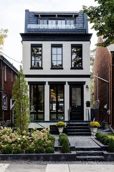 Architektur Custom Modern Luxury Home on Narrow Lot Toronto Ontario Canada Residential Architecture Architektur Canada Custom home lot Luxury Modern Narrow Ontario Residential Architecture facades Toronto Ontario, Beautiful Buildings, Beautiful Homes, Architecture Résidentielle, Townhouse Designs, Modern Townhouse, Brick Facade, Concrete Facade, Narrow House