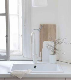 Buying the best kitchen sinks. Best Kitchen Sinks, Ikea Kitchen, Cool Kitchens, Kitchen Wood, Kitchen White, Interior Exterior, Kitchen Interior, Kitchen Design, Ikea New
